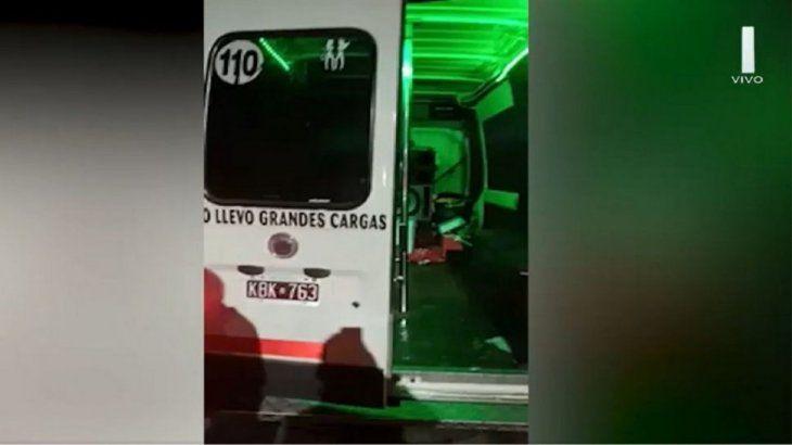 Fiesta clandestina sobre ruedas: hicieron una despedida de soltera en una combi