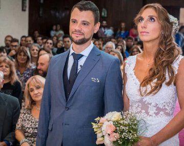Encontró un pendrive con 300 fotos de una boda y la historia se hizo viral hasta que apareció la pareja