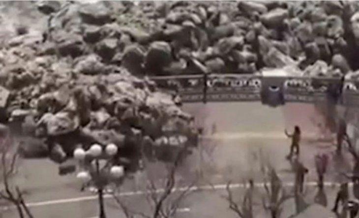 VIDEO: Un tsunami de hielo destruyó una costanera en Rusia