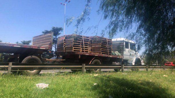 Accidente en Liniers: una mujer murió tras recibir el impacto de una goma de camión