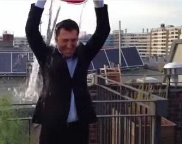 {altText(,Investigan a un diputado por la planta de marihuana que se ve en su #IceBucketChallenge)}