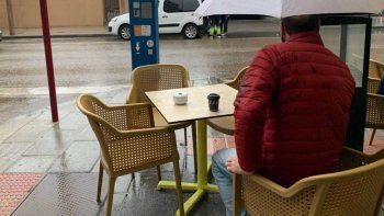 la lluvia le arruina el dia a los gastronomicos