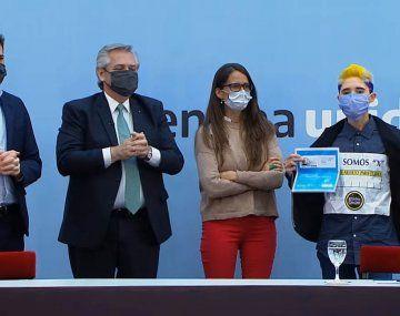 Alberto Fernández presentó el nuevo DNI para personas no binarias