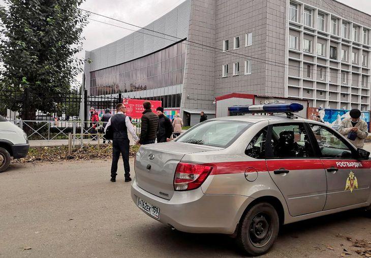 Un estudiante mató a ocho personas en una universidad de Rusia