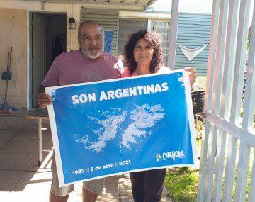 Son argentinas: la campaña casa por casa para recordar a los caídos en Malvinas y ratificar la soberanía