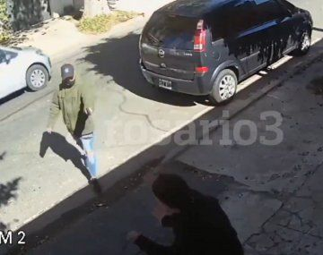 Así balearon a una mujer en la puerta de su casa
