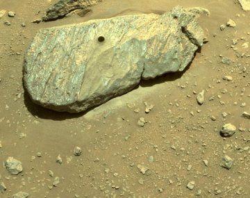 Marte: las fotos de la primera muestra de roca tomada por la NASA