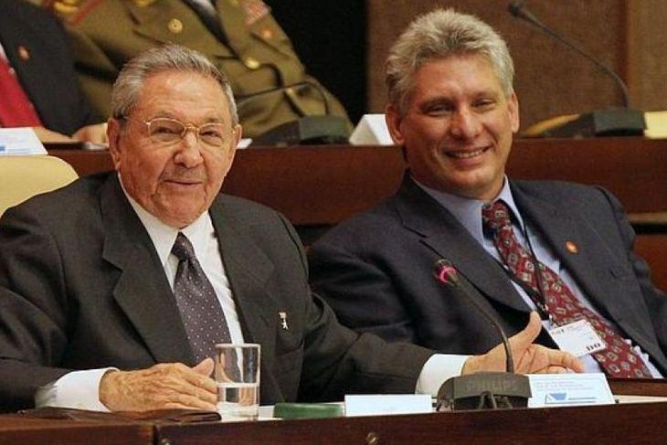 Raúl Castro y su posible sucesor Miguel Díaz-Canel