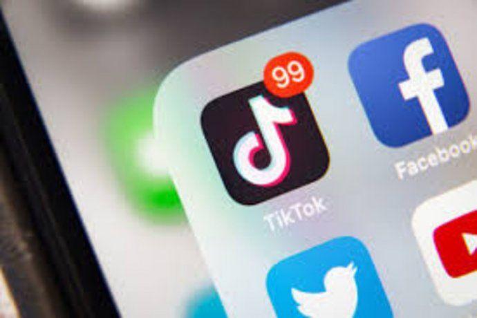 Las redes sociales colapsan una a una tras la caída mundial de WhatsApp, Instagram y Facebook