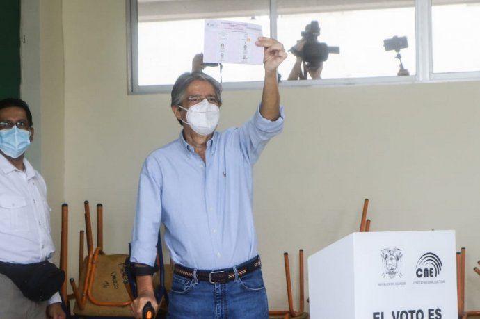 Ecuador: el banquero Guillermo Lasso se impuso en el balotaje presidencial