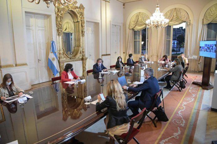 Alberto Fernández analizó junto al Gabinete nuevas restricciones para mitigar la segunda ola