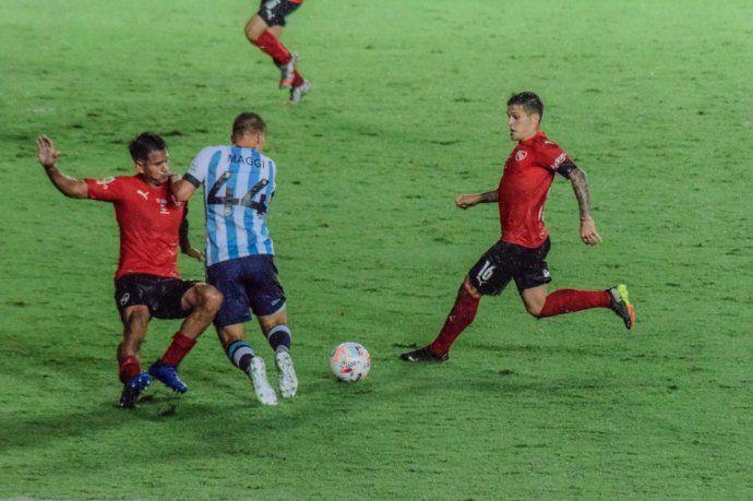 Ex árbitro hincha de Independiente dijo que el penal que le dieron a Racing es insólito