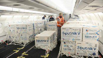 llegan 500 mil sputnik v: cuantas vacunas recibio argentina