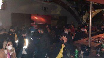 fiesta clandestina en palermo con mas de 50 personas y cocaina rosa