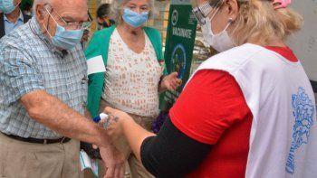 la provincia anuncio el envio de mas de 150 mil turnos para vacunar a mayores de 60