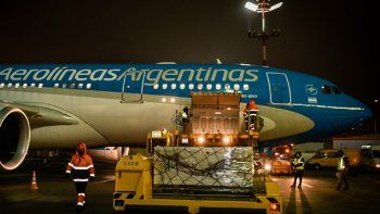 arribo a moscu un nuevo vuelo de aerolineas argentinas que busca mas dosis de la vacuna sputnik v