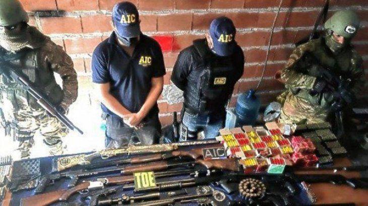 Cayó una banda  de policías que proveía armas de guerra a delincuentes de Rosario