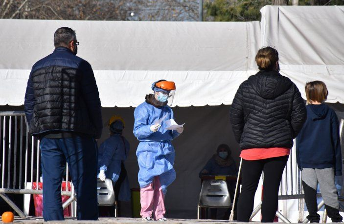 Argentina registra una baja sostenida de casos de coronavirus desde hace 13 semanas