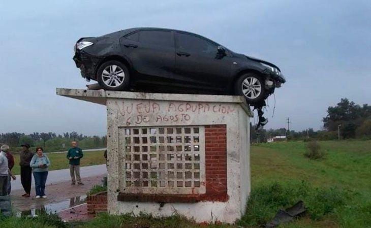 Cómo llegó ese auto ahí arriba