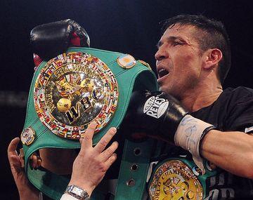 ¿A que famoso cantante le regaló Maravilla Martínez su cinturón de campeón?