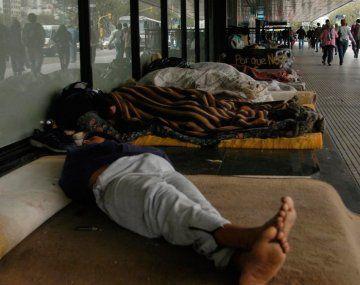 Llegaron al país 200 mil dosis de CanSino: son para personas en situación de calle