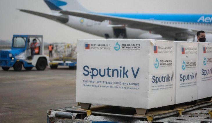 Llegan hoy 400 mil dosis del componente 2 de Sputnik V y 204 mil de Astrazeneca