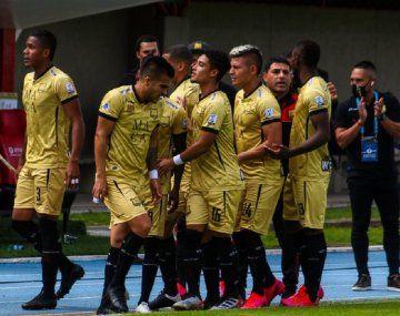 El equipo de fútbol de Colombia Águilas Doradas sale a la cancha con 7 jugadores por casos de coronavirus - @AguilasDoradas