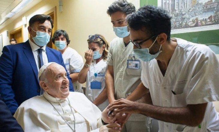 El papa Francisco habló sobre su estado de salud: Un enfermero me salvó la vida