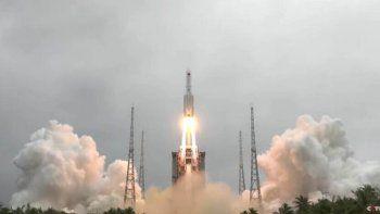 un cohete chino esta a punto de reentrar en la atmosfera de la tierra: caera de forma descontrolada