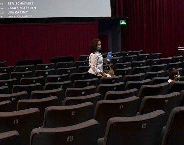 Habilitan regreso de cines