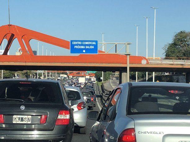 Caos de tránsito en los accesos a la Ciudad por controles