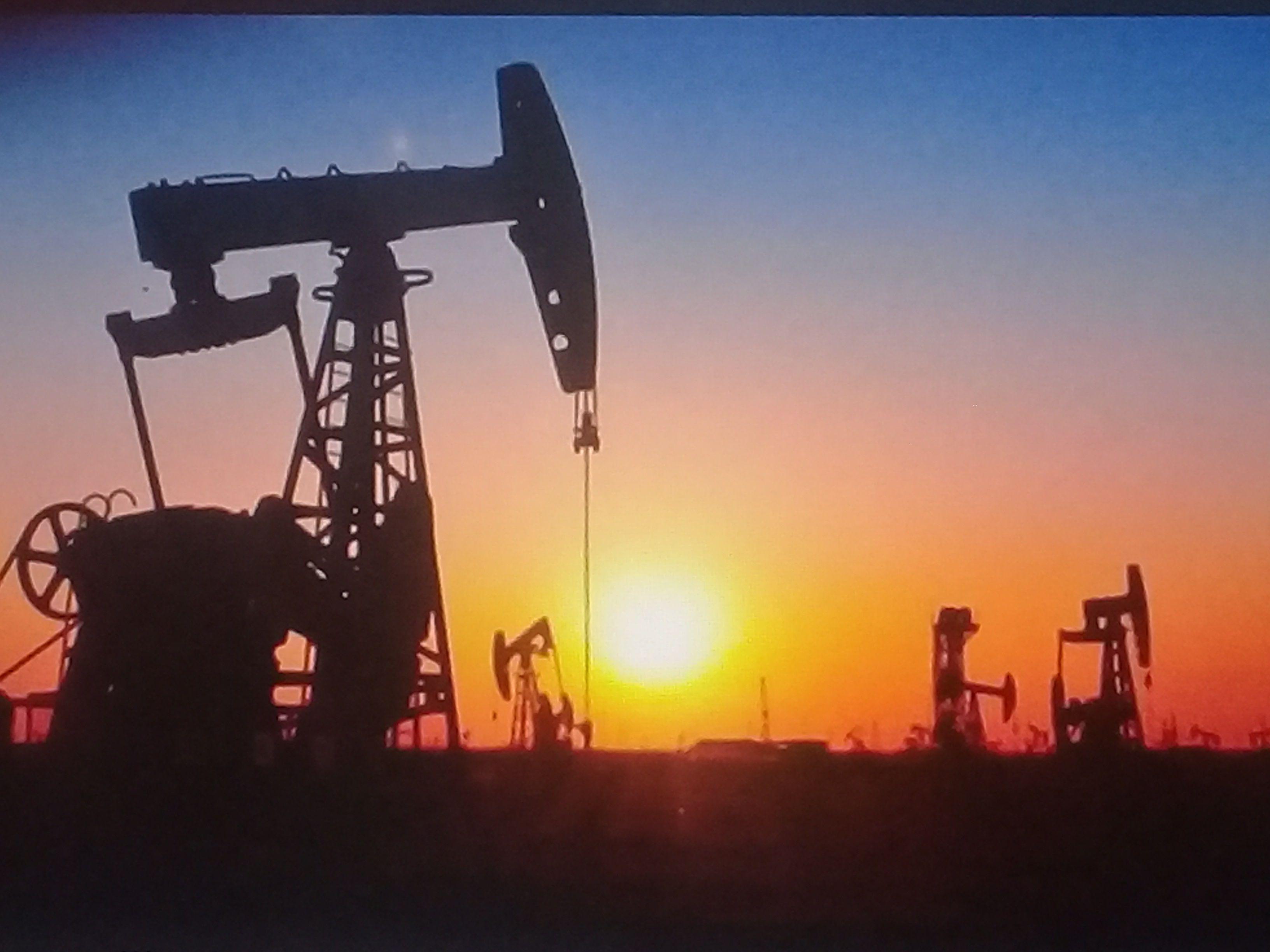 El coronavirus paralizó al mundo y contribuyó a bajar el precio del petróleo crudo