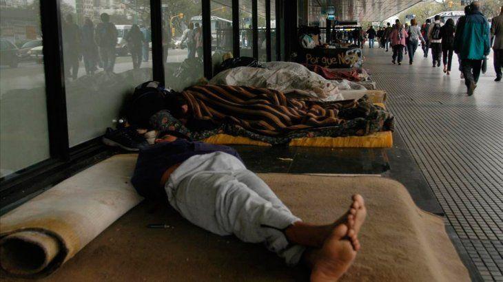 Llegaron al país 200 mil dosis de CanSino: son para personas en situación de calle, migrantes y refugiados