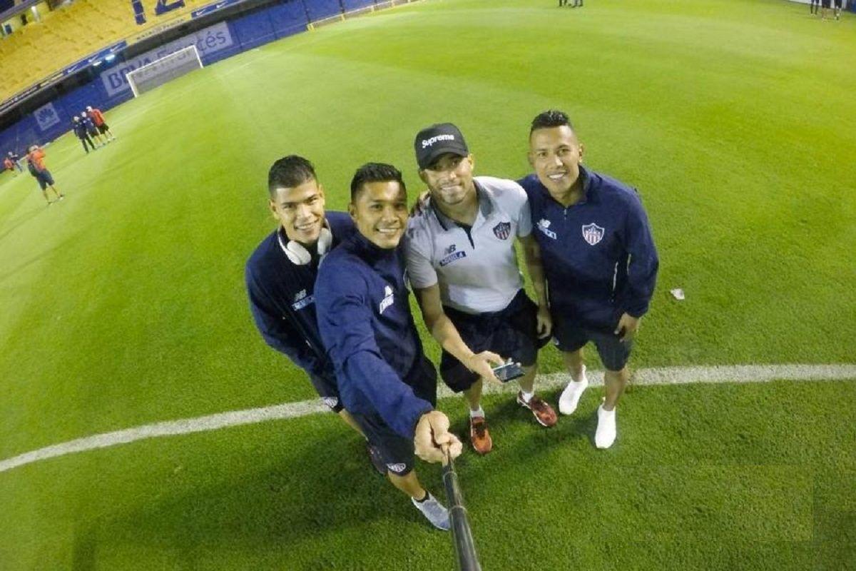 Teo se tomó una selfie con sus compañeros