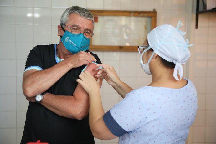 Tres de cada diez argentinos están vacunados con una dosis