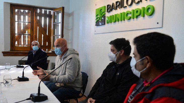 El directo del hospital de Bariloche, Leonardo Gil (centro) junto a referentes de tres instituciones médicas privadas de la ciudad expresaron la gravedad de la situación de Bariloche. (Foto: Alfredo Leiva)