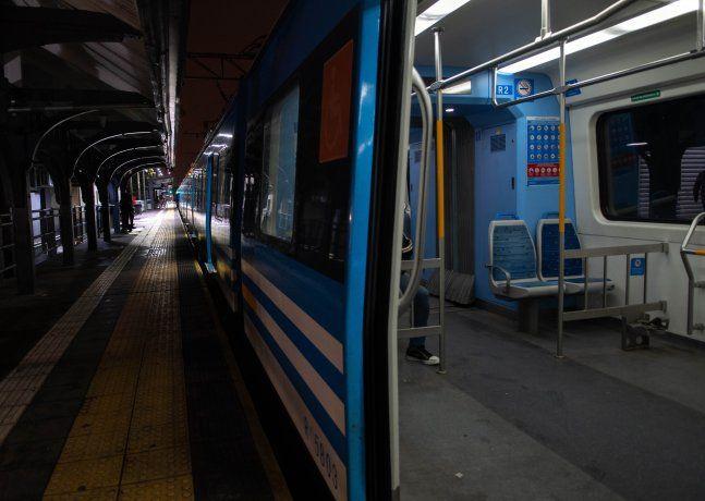 Controles en trenes, subtes y accesos a la Ciudad en el primer día de nuevas restricciones
