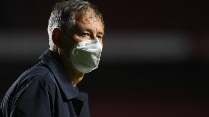 Ariel Holan renunció como DT de Santos
