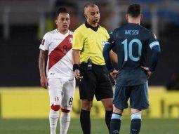 Messi, en modo Maradona, lapidario contra el árbitro brasilero: Siempre que nos dirige hace lo mismo