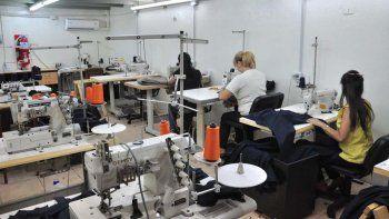 Mujeres e industria: ellas representan apenas el 20% de las contrataciones formales