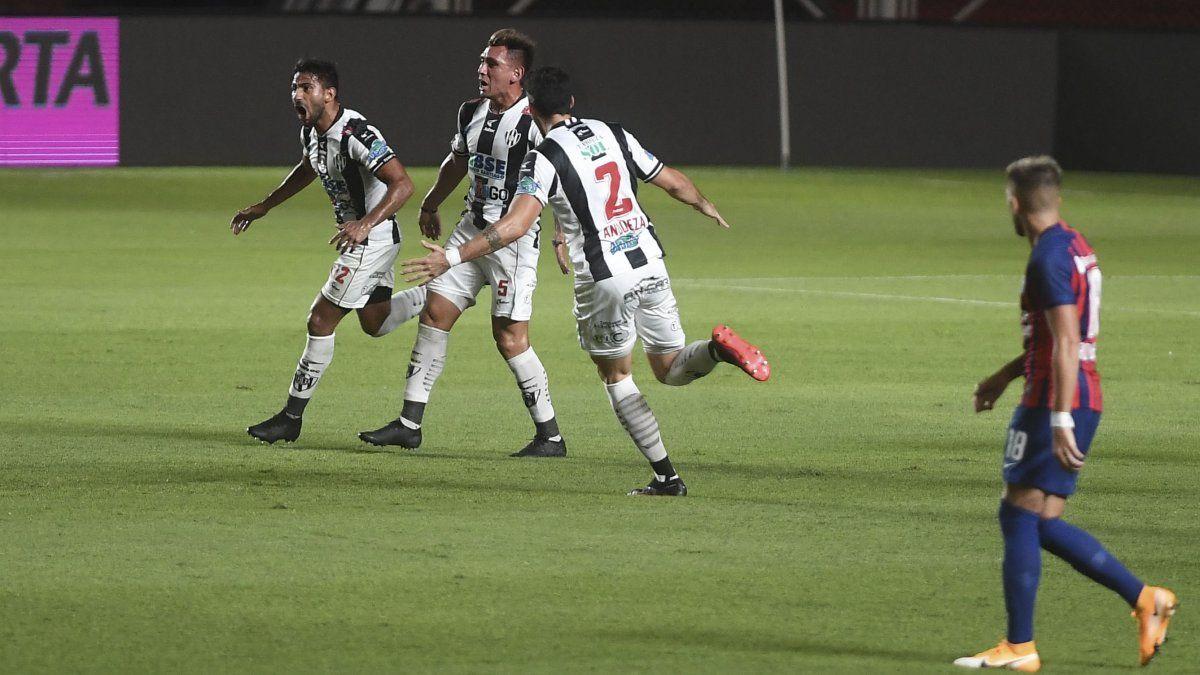 Central Córdoba aplastó 4-0 a San Lorenzo