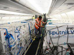 llega otro vuelo de aerolineas desde rusia: trae 800 mil dosis de la vacuna sputnik v