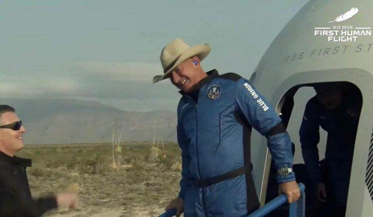 Jeff Bezos, tras su vuelo al espacio: «Es asombroso; no hay palabras»