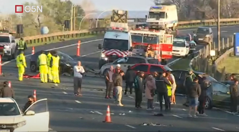 choque multiple de seis autos en panamericana: dos muertos y dos heridos graves