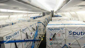 coronavirus: llego un nuevo vuelo con 765.545 mil dosis del componente 1 de la sputnik v desde moscu