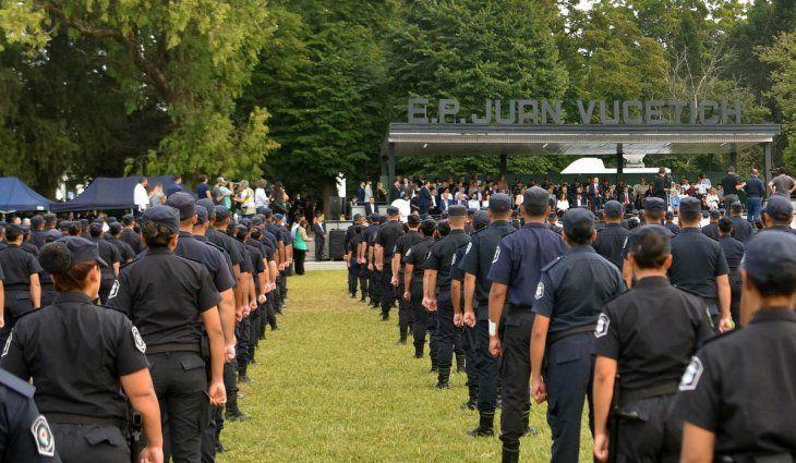 Por casos de Covid positivos analizan aislar toda la escuela de Policía Juan Vucetich