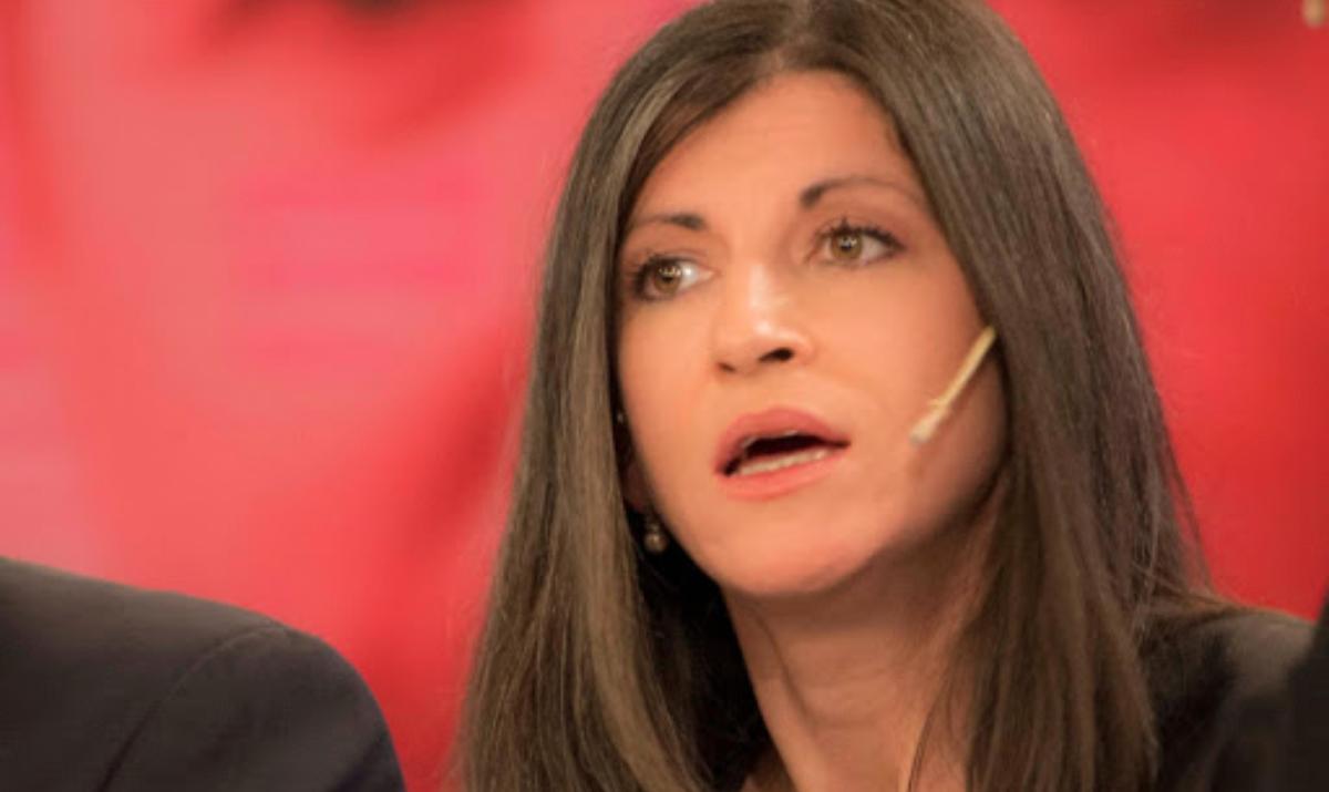 Vallejos cruzó a Vidal tras su propuesta para pagar a los jóvenes la mitad de un salario mínimo