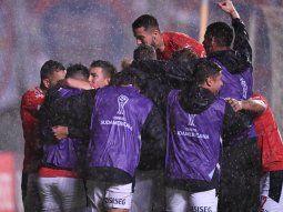 los 11 integrantes de independiente volvieron a argentina con tests negativos