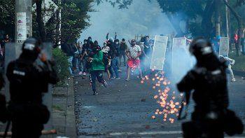 crece la tension en colombia: hay mas de 20 muertos y siguen los incidentes