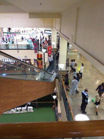 Como si no hubiera pandemia: así estaba un shopping el sábado a la tarde